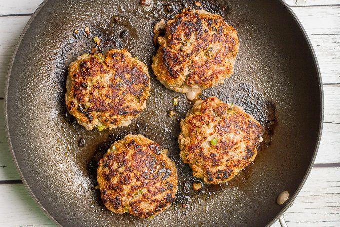 Spicy pork burgers