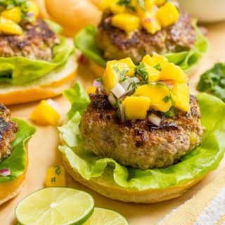 Spicy pork burgers with mango salsa - a delicious and easy summer dinner! | FamilyFoodontheTable.com