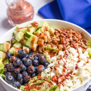 Easy summer salad with blueberries