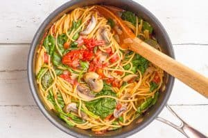 One pot vegetarian spaghetti with mushrooms and spinach - an easy, healthy pasta dinner ready in just 25 minutes!