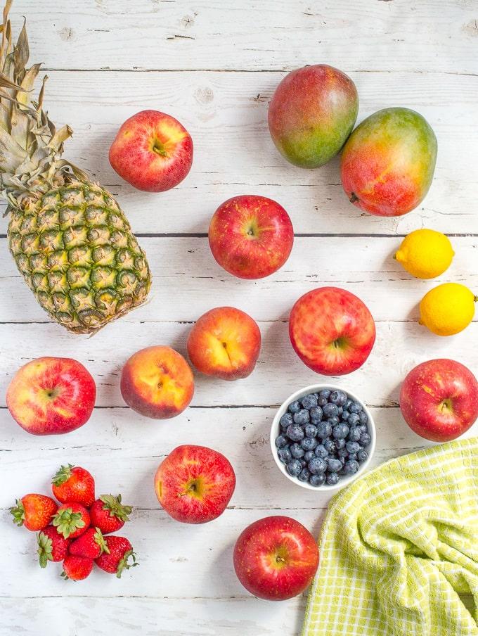 Easy fruit-flavored homemade applesauce