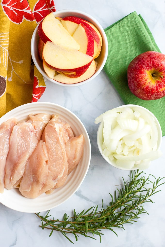 One-skillet sautéed chicken and apples with rosemary