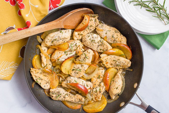 Sauteed chicken and apples with rosemary