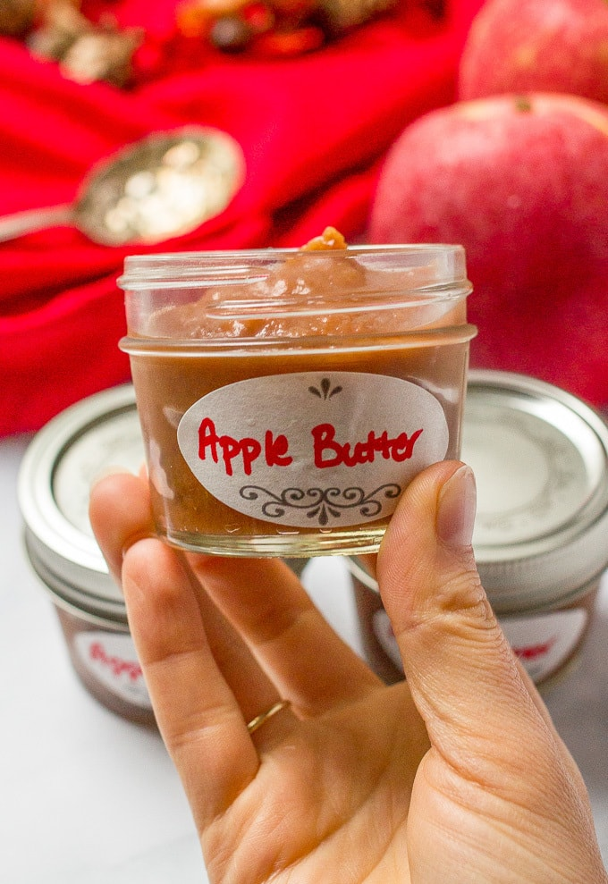 Slow cooker apple butter no sugar added - great for breakfast on toast or as hostess gifts/neighbor gifts/teacher gifts!