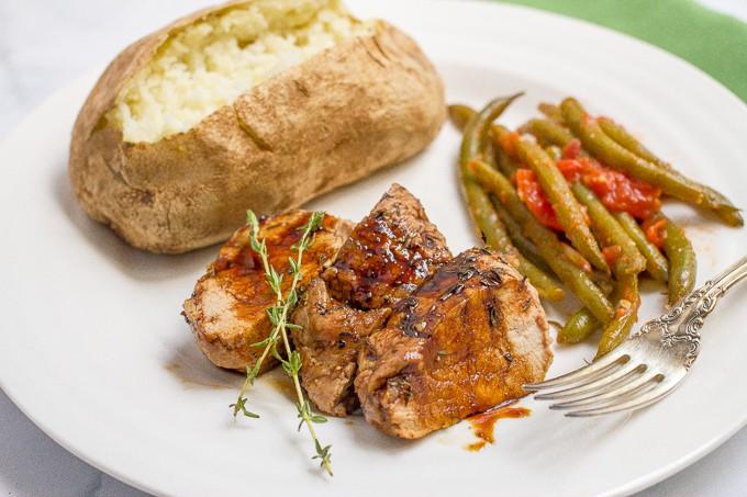 Balsamic pork tenderloin with thyme - an easy dinner!