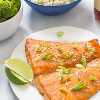 Easy bourbon salmon requires a quick marinade for the salmon filets in a soy sauce, bourbon and brown sugar mixture before being baked to perfection! | www.familyfoodonthetable.com
