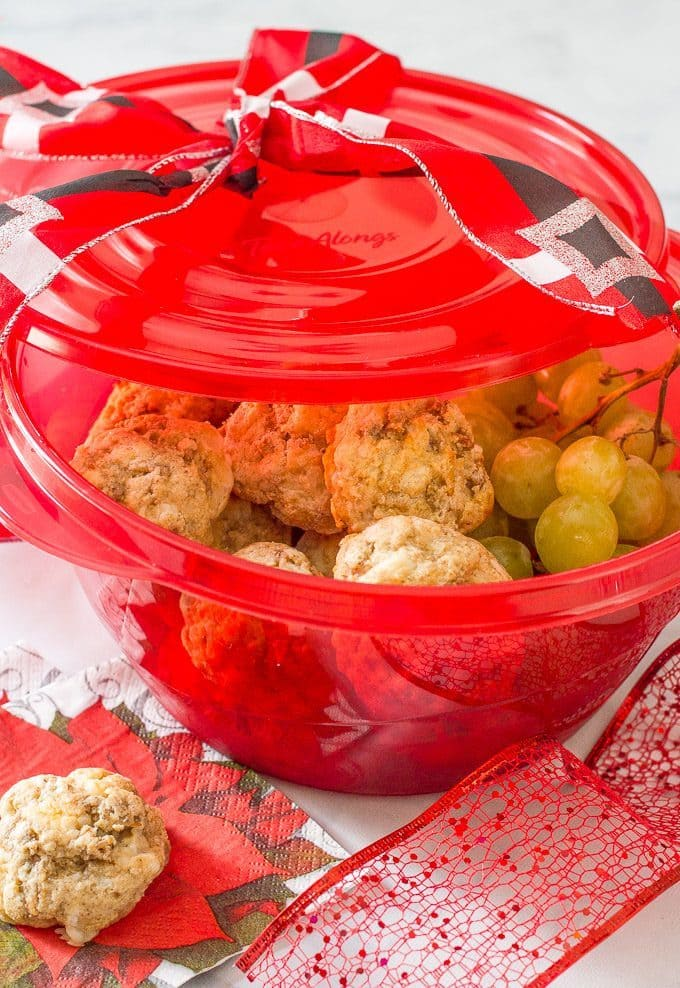 Healthy sausage balls -- great for Christmas brunch parties! | www.familyfoodonthetable.com