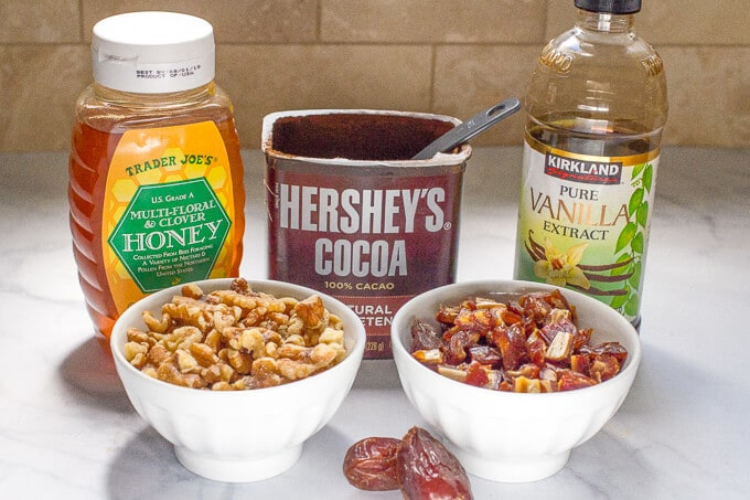 Ingredients to make healthy raw date brownies
