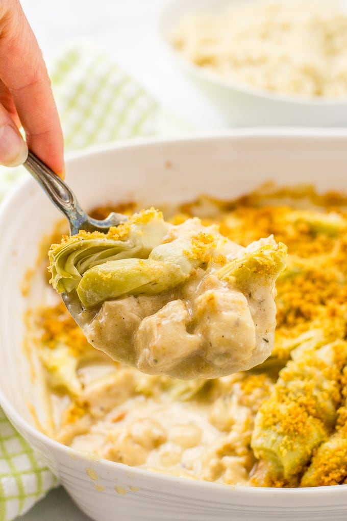 Creamy turkey artichoke casserole is an easy way to transform leftover Thanksgiving turkey into an entirely different meal! | www.familyfoodonthetable.com