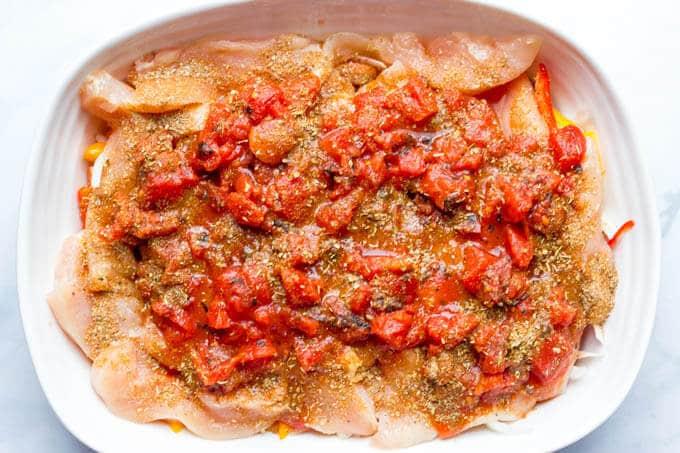 Healthy chicken fajita casserole | www.familyfoodonthetable.com