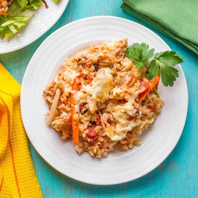 Healthy chicken fajita casserole with brown rice and a cheesy topping is great on its own, in tortillas or over lettuce as a salad! | www.familyfoodonthetable.com