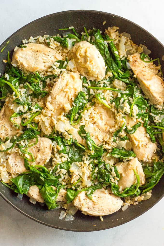 Easy chicken Florentine -- a one-pot dinner recipe ready in 30 minutes! | www.familyfoodonthetable.com