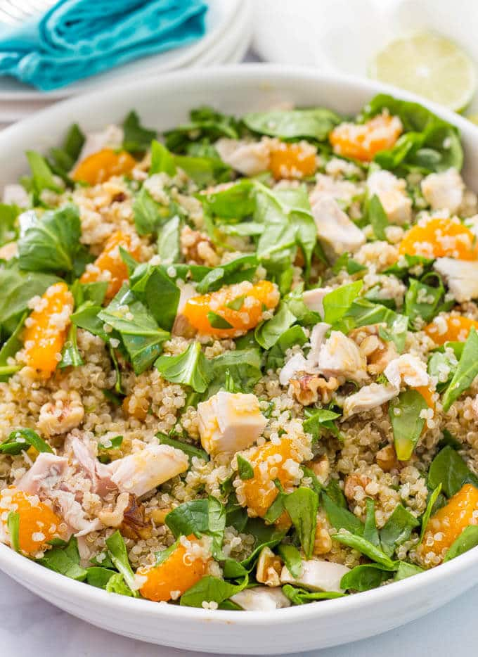 Quinoa chicken spinach salad with mandarin oranges, walnuts and a honey-lime vinaigrette | www.familyfoodonthetable.com
