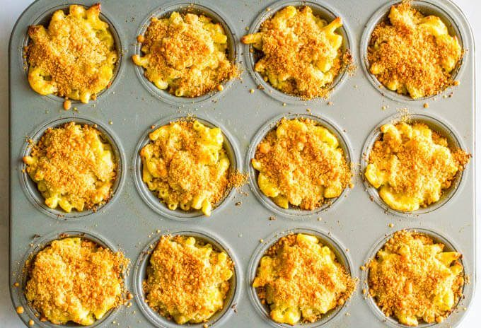 Veggie mac and cheese muffins have 3 vegetables and 3 kinds of cheese, plus a crunchy topping! | www.familyfoodonthetable.com