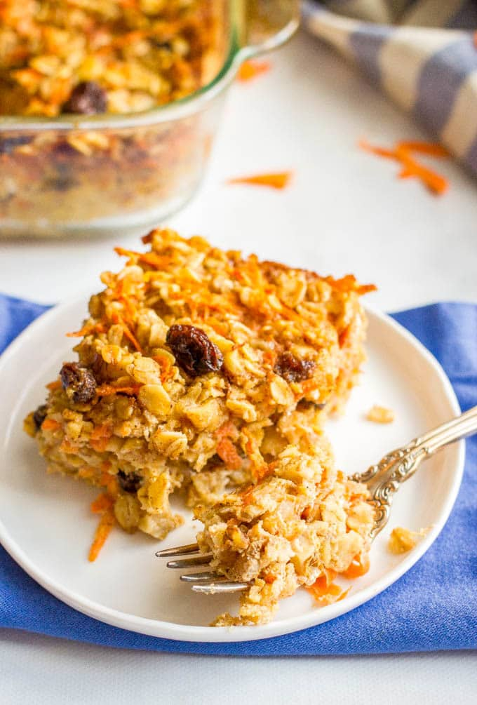 Carrot cake baked oatmeal is naturally sweetened and loaded with walnuts and raisins for a healthy make-ahead breakfast!   www.familyfoodonthetable.com