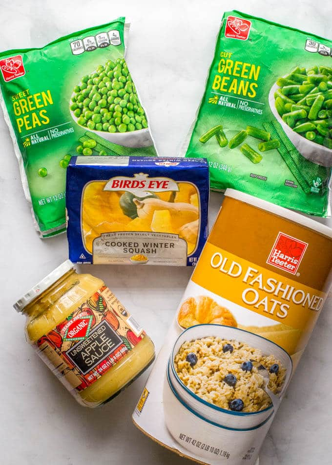 Homemade baby food ingredients - make 5 easy, beginner foods in just 20 minutes! Peas, green beans, applesauce, butternut squash and oatmeal | www.familyfoodonthetable.com