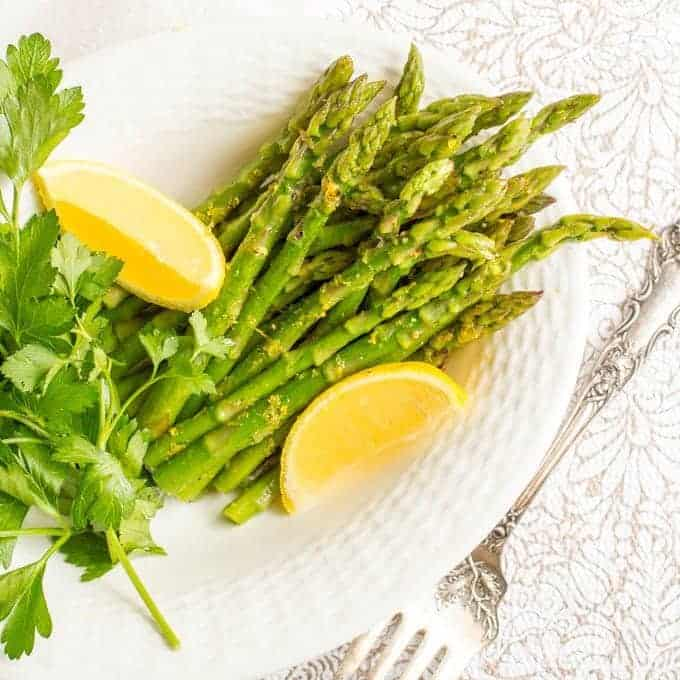 Steamed lemon butter asparagus is a light, fresh and easy spring dinner side dish that's all made in one pot!   www.familyfoodonthetable.com