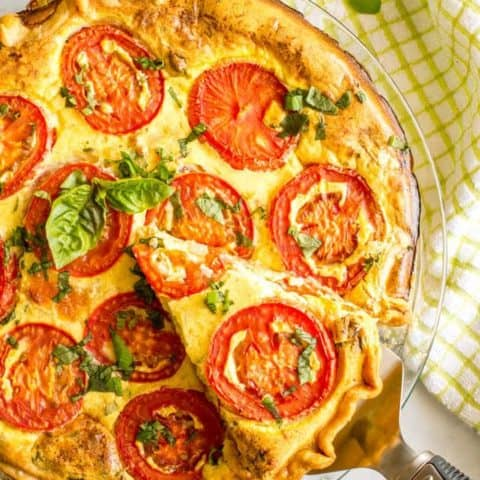 This easy tomato breakfast tart with basil + two cheeses has sliced tomatoes on top for a unique and beautiful brunch presentation - a great recipe for company (and Mother's Day!) | www.familyfoodonthetable.com