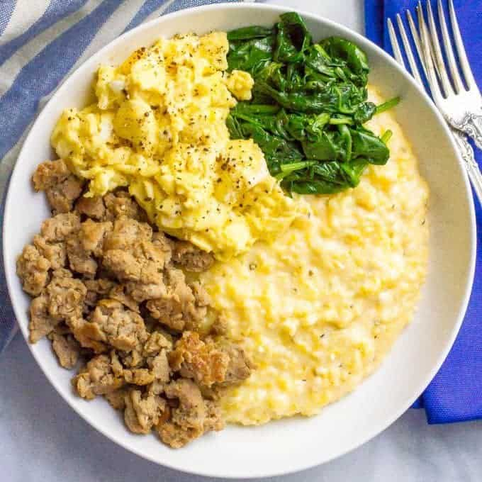Cheesy grits breakfast bowls square