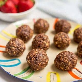 10-minute chocolate cookie balls