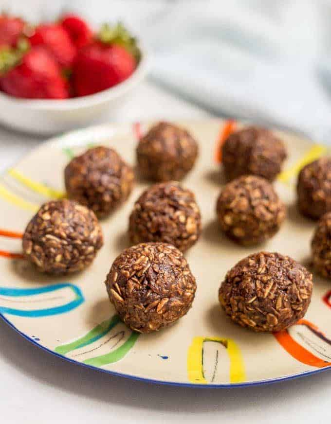 10-minute no-bake chocolate cookie balls
