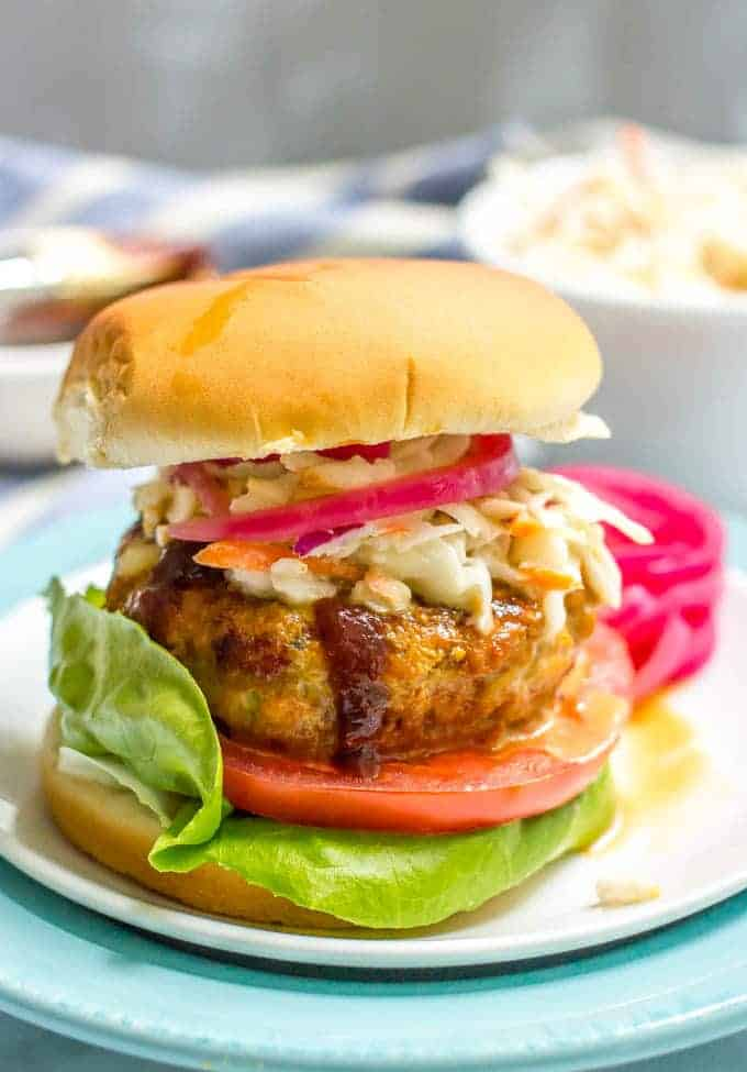 These BBQ chicken burgers require just a few basic ingredients and come out so juicy and flavorful!   www.familyfoodonthetable.com
