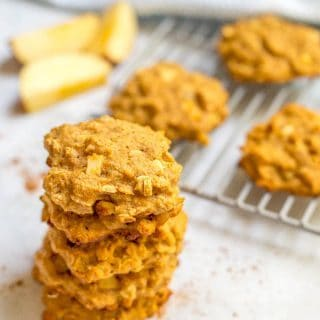 Whole wheat apple cinnamon breakfast cookies are a fun, healthy way to start the day! And a great recipe to make ahead for busy, on-the-go mornings! | www.familyfoodonthetable.com