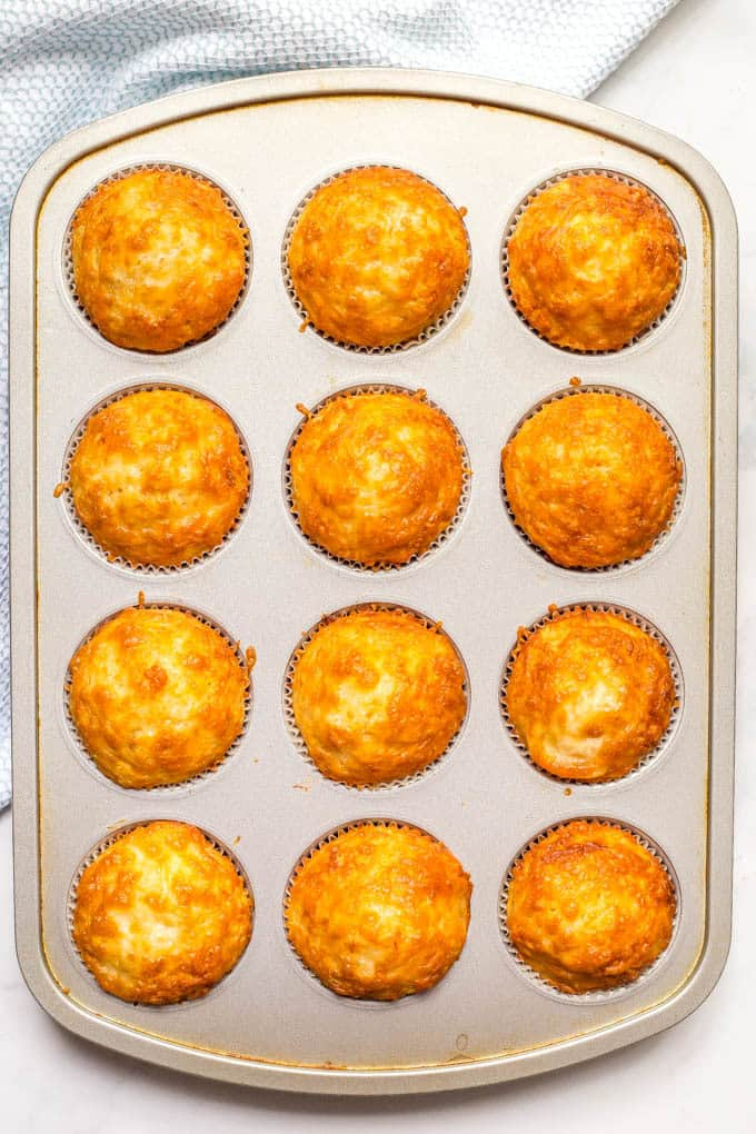 Easy cheesy cornbread muffins are whole wheat, naturally sweetened and made in just one bowl! They go great with soups and chili for a yummy dinner and can also be packed in a school lunch box!   www.familyfoodonthetable.com