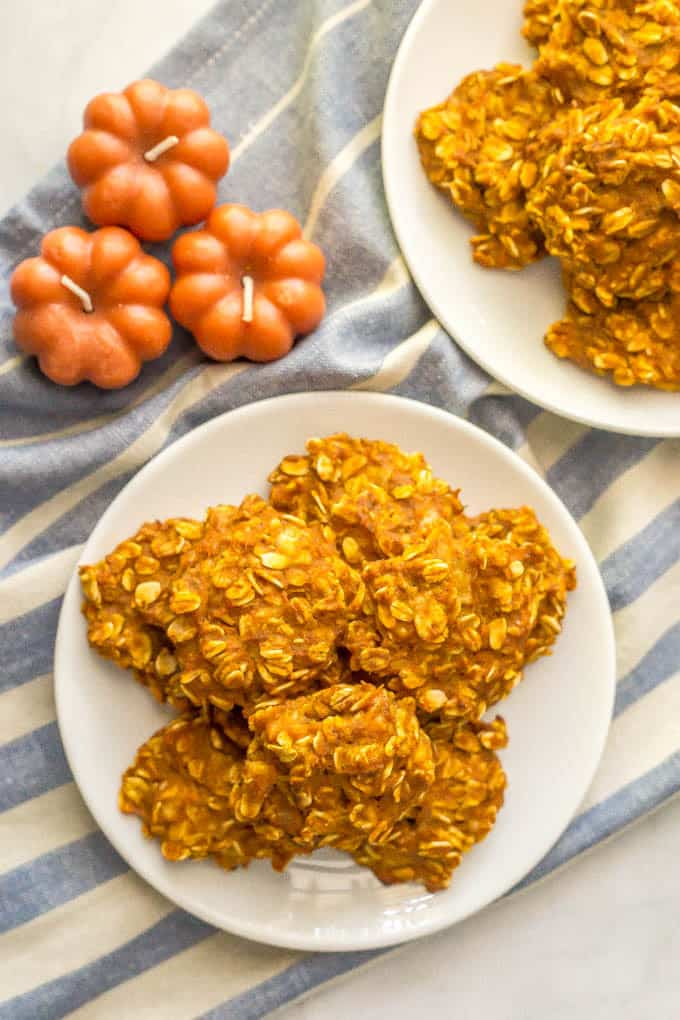Pumpkin banana oatmeal cookies are a soft, naturally sweetened cookie with warm pumpkin flavor! These yummy cookies are gluten-free, dairy-free and vegan and healthy enough to enjoy as a breakfast cookie! | www.familyfoodonthetable.com