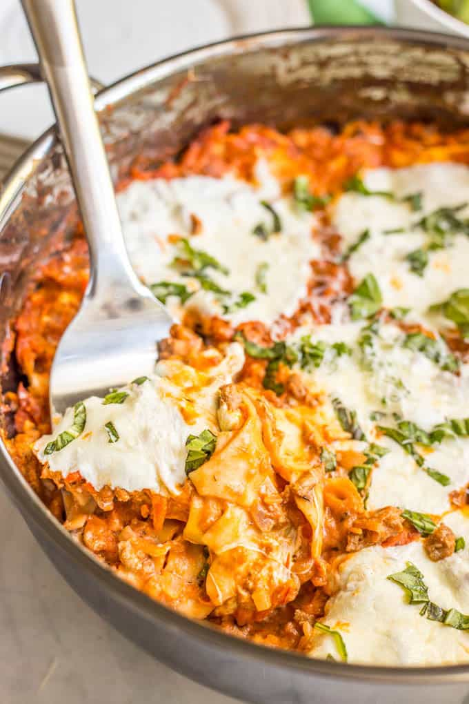 Easy healthy one-pot lasagna is a great way to get a homemade lasagna served up without all the fuss! It's perfect for a delicious family dinner! | www.familyfoodonthetable.com