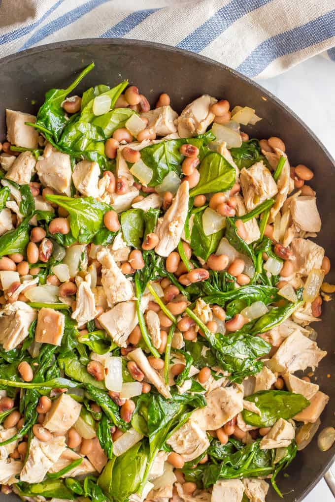 One-pot low-carb leftover chicken recipe with spinach and beans is just 5 ingredients and 15 minutes and perfect for an easy weeknight dinner! #onepotmeals #easychickendinner #lowcarbdinner