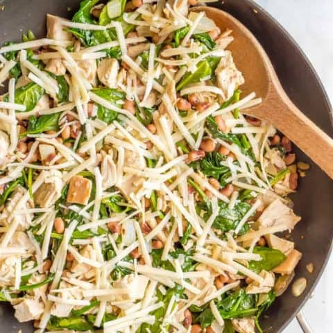 One-pot low-carb leftover chicken recipe with spinach and beans is just 5 ingredients and 15 minutes and perfect for an easy weeknight dinner! #onepotmeals #easychickendinner #lowcarbdinner | www.familyfoodonthetable.com