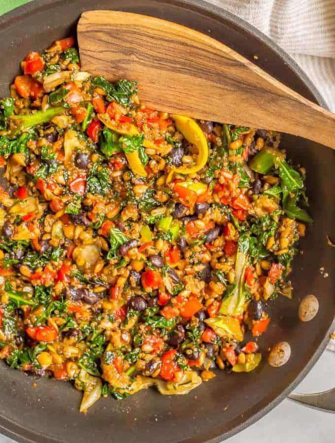 Kale black bean quinoa sauté is a meal kit in a bag that takes less than 10 minutes to cook! It's perfect for a quick and easy vegetarian weeknight dinner or a satisfying, hearty hot lunch. | www.familyfoodonthetable.com