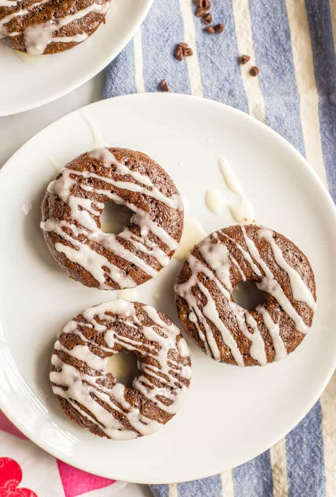Whole wheat chocolate baked donuts have double the chocolate and none of the guilt! They come together quickly and make for a super fun healthy breakfast! Serve with an easy vanilla glaze, Nutella or a peanut butter frosting. #chocolatebreakfast #bakeddonuts #healthydonuts | www.familyfoodonthetable