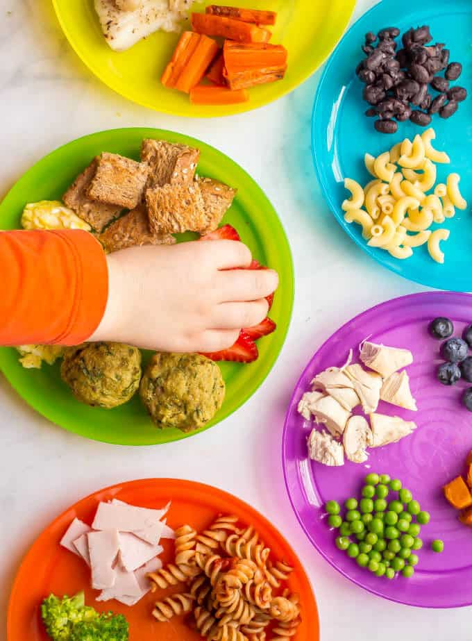 This collection of healthy toddler finger food ideas includes fruits, veggies, proteins, grains and dairy choices that are safe and appropriate for older babies and toddlers to eat at mealtimes. It also includes a free printable so you don't get stuck in a rut with serving the same few foods! #toddlers #fingerfoods #kidsfood | www.familyfoodonthetable.com