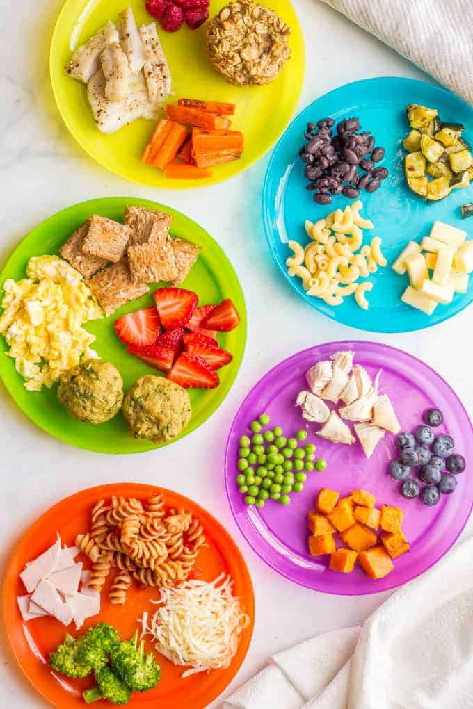 Healthy baby finger foods and toddler finger foods -- A resource on when, how much and what to offer for finger foods, as well as what's not safe and how to get your child started on a healthy eating path. #fingerfoods #babyfood #toddlerfood