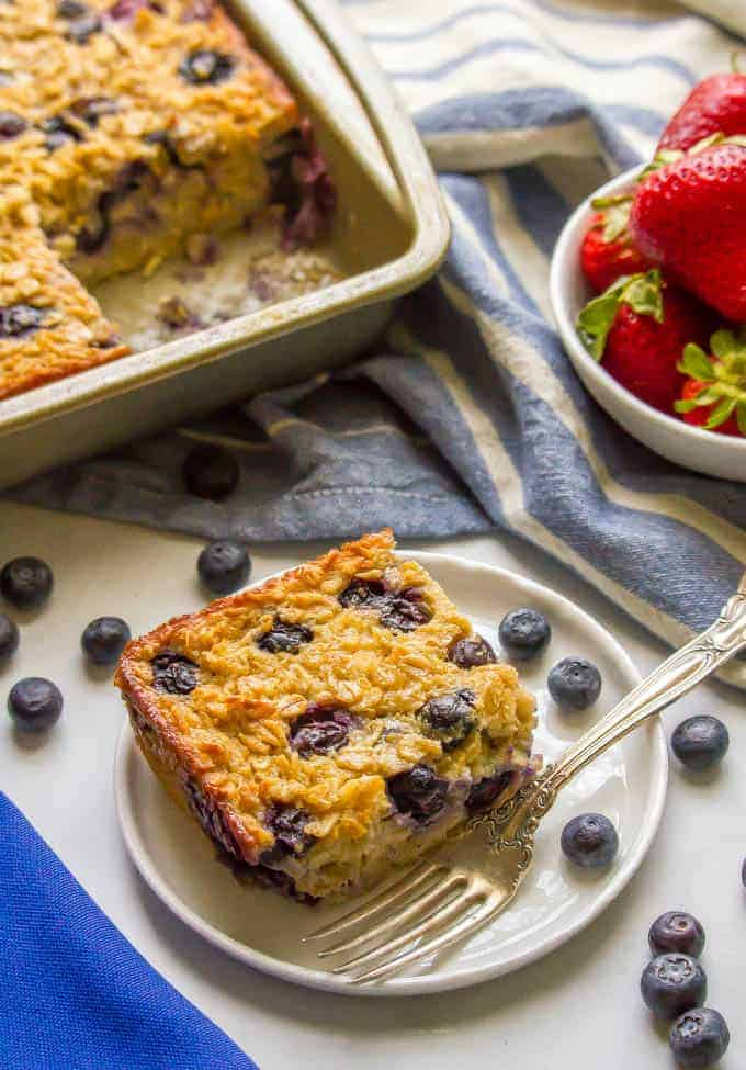 Blueberry baked oatmeal is a bright, fresh and healthy breakfast that's bursting with fresh sweet blueberries. Naturally sweetened and gluten-free, this makes a great make-ahead breakfast to have on hand for busy mornings. #blueberryrecipe #bakedoatmeal #healthybreakfast | www.familyfoodonthetable.com