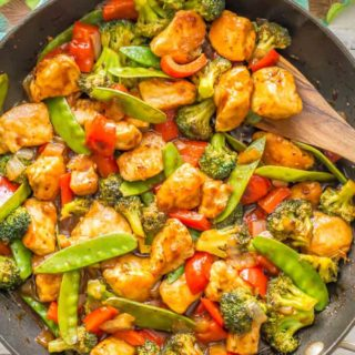 Easy sweet and sour chicken and vegetables is a one-pot meal that's ready in 25 minutes and features a 5-ingredient, 5-minute homemade sweet and sour sauce. It's perfect for a quick and easy weeknight dinner! #chickenrecipes #chickendinner #easydinnerideas