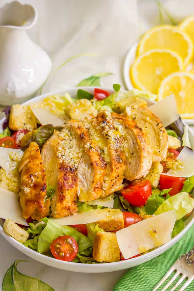 Easy chicken Caesar salad is a crunchy, colorful and refreshing salad with an easy homemade Caesar dressing, perfect for lunch or a light dinner! #chicken #caesarsalad #saladrecipes