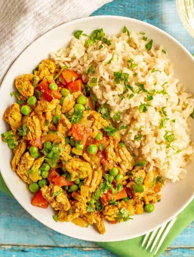 Curry ground turkey with rice and peas is full of warm, rich flavors but is super quick and easy to make! This 20-minute recipe is great for a weeknight dinner! #curry #turkeycurry #groundturkey #easydinners #quickdinners