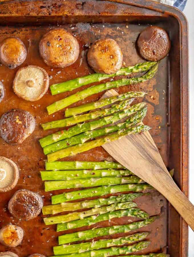 Roasted asparagus and mushrooms is a simple but delicious veggie side dish with just 4 ingredients. Plus, it's ready in just 15 minutes! #asparagus #mushrooms #veggiesides #vegetablerecipes #roastedveggies