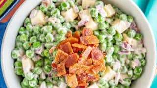 Creamy pea salad with bacon