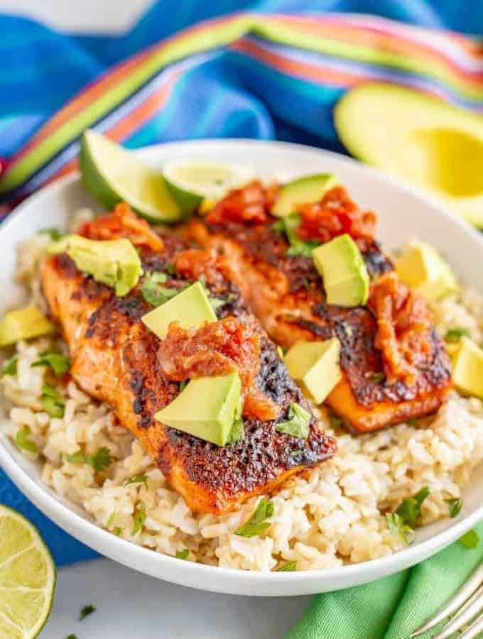 Southwest baked salmon is an easy broiled salmon recipe with a delicious spice mixture that's ready in only 15 minutes! Great for a quick dinner or for meal prepping. #salmon #bakedsalmon #seafood #easyrecipe