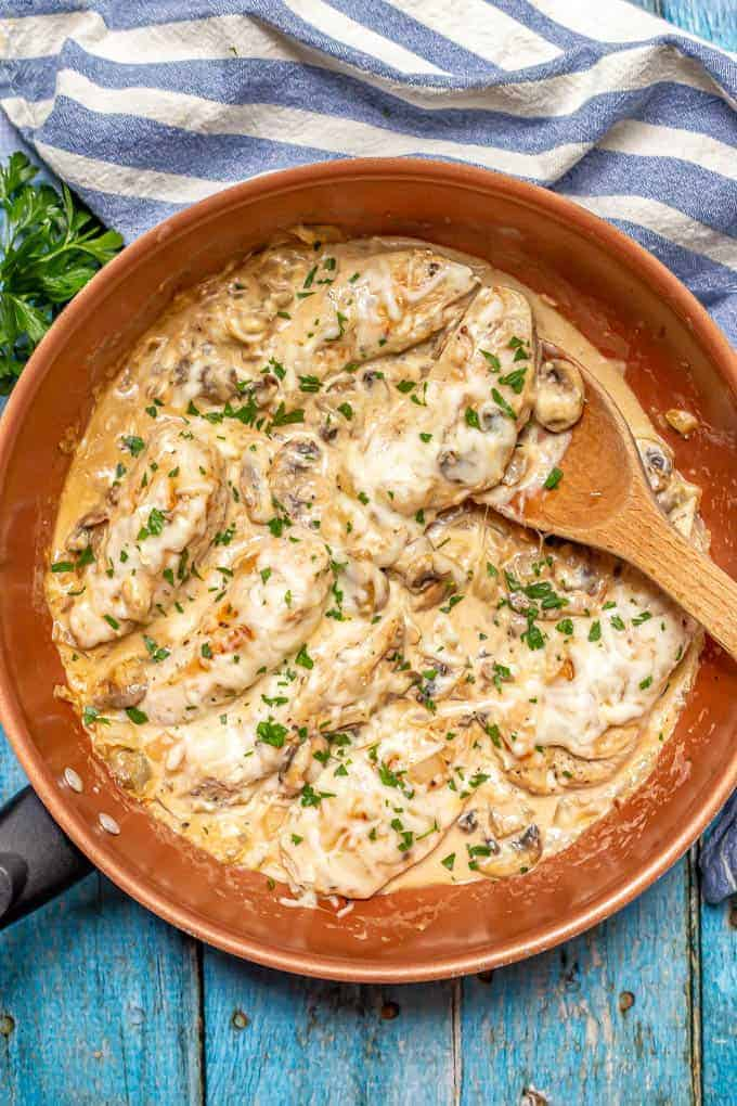 Creamy chicken skillet with mushrooms and mozzarella