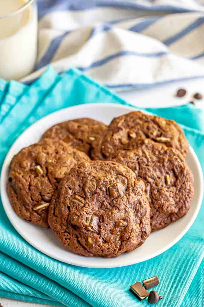 Chocolate mint cookies are bursting with chocolate flavor and full of chocolate chips and chocolate mint pieces in every bite. These cookies are perfect for the holidays! #cookies #chocolate #mint #holidays #baking